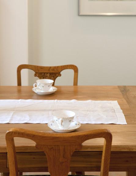 דיטליס, שולחן