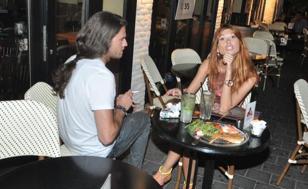 לאון ופאולינה בדייט פפראצי (צילום: צ'ינו פפראצי)