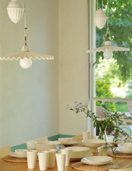 בתים לחג, רנה דוקטור שולחן אוכל גובה, צילום שי אדם