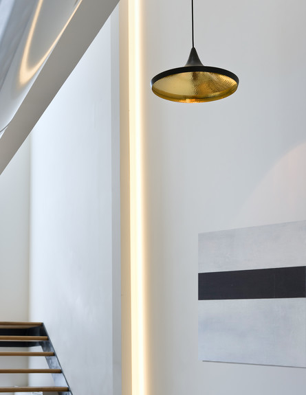 בתים לחג, שרון נוימן מדרגות מנורה גובה, צילום עמית