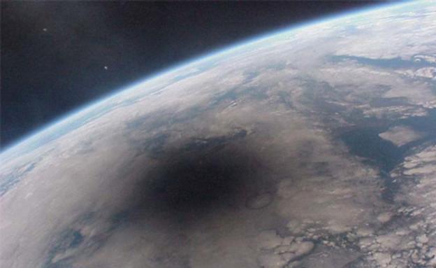 ליקוי חמה מהחלל (צילום: fieldofscience.com)