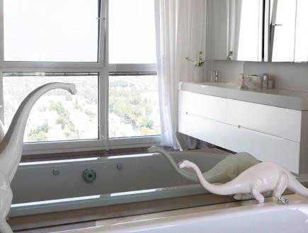 הפקה לבנה, אמבטיה (צילום: שרון ברקת)