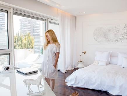 הפקה לבנה, חדר שינה חלון  (צילום: שרון ברקת)