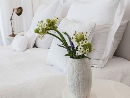 הפקה לבנה, חדר שינה מיטה  (צילום: שרון ברקת)