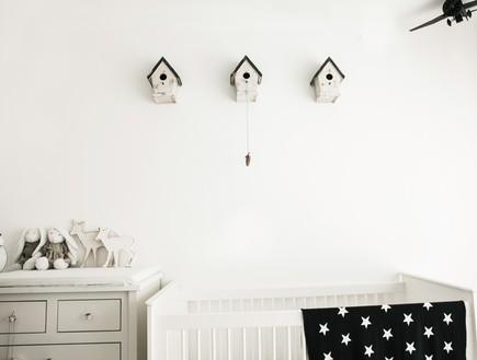 הפקה לבנה, חדר תינוק קיר (צילום: שרון ברקת)