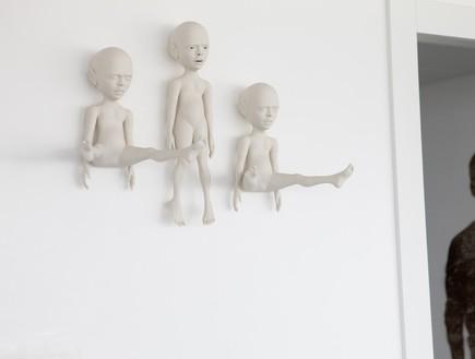 הפקה לבנה, מבואה פסלים (צילום: שרון ברקת)