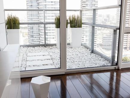 הפקה לבנה, שולחן חג חלון (צילום: שרון ברקת)
