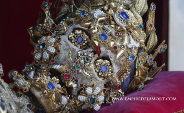שלדים מצופים תכשיטים
