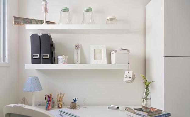 אורנית, חדר עבודה שולחן (צילום: שי אפשטיין)