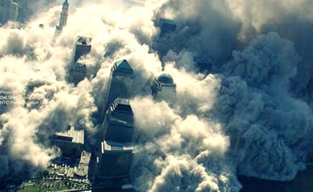 ענני אבק עצומים. 11 בספטמבר 2001 (צילום: הסאן)