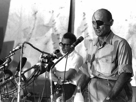 דיין בנאום במהלך המלחמה (צילום: הרמן חנניה, לע