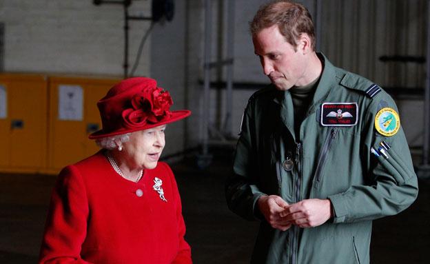 הנסיך וויליאם  מתמסר (צילום: רויטרס)