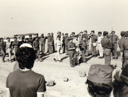 קבלת ארונות חללי צהל בטכס צבאי ברמת הגולן