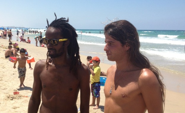 איציק ואלירן מבלים בחוף הים, המירוץ למיליון (צילום: mako)