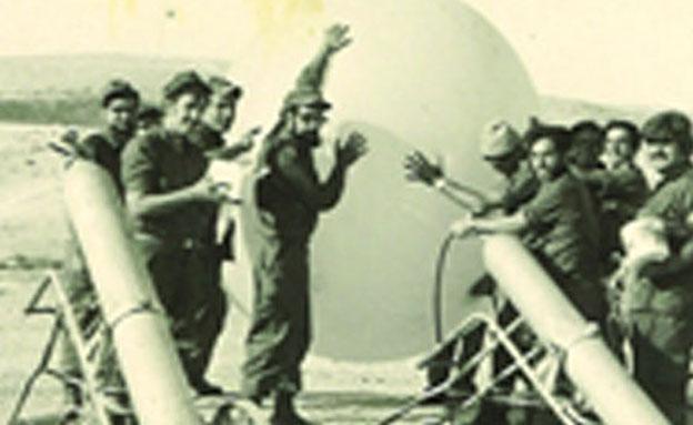 גוטמן וחיילי היחידה במלחמה (צילום: אלבום פרטי)