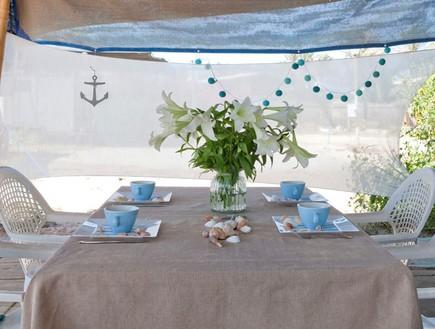 שיפוץ קרוואן, שולחן אוכל חיצוני צדפים גובהנוף חמניות גובה