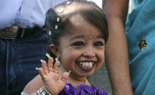 האישה הקטנה בעולם מברקת באמפייר סטייס בילדינג