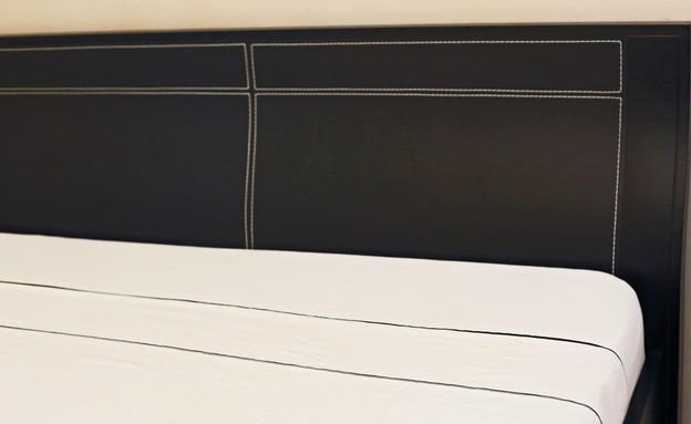 סידור מיטה, גב מיטה תקריב (צילום: עמית צביה)