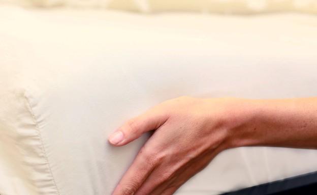סידור מיטה, יד פינה (צילום: עמית צביה)