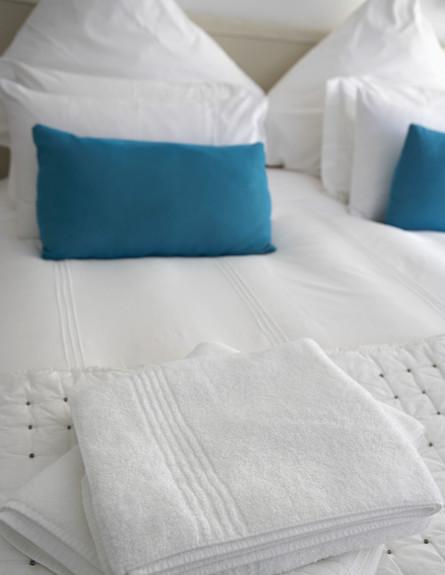 סידור מיטה, תכלת לבן גובה, צילום thinkstockphotos.com (צילום: אימג'בנק / Thinkstock)