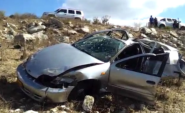 זירת התאונה הקטלנית הבוקר בצפון (צילום: גדעון וקנין)