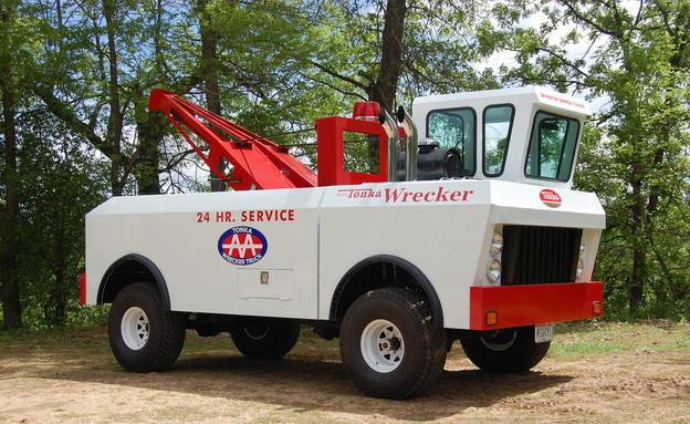 משאית טונקה בגודל מלא