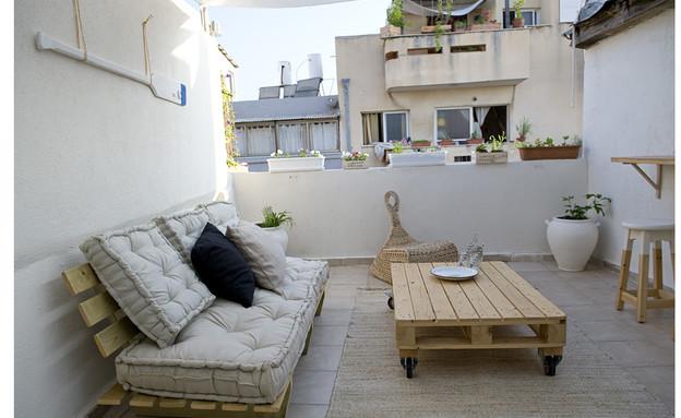 שיפוץ גג, פינת ישיבה (צילום: קרן מרקוס)