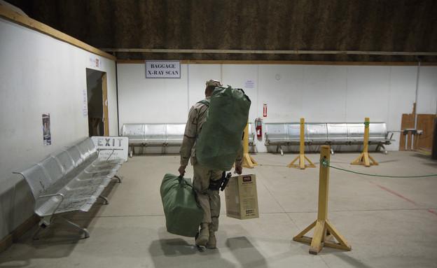 חייל אמריקאי עוזב את עירק (צילום: Pool, GettyImages IL)
