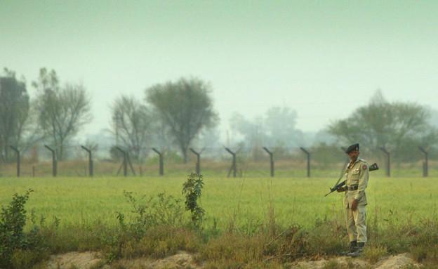 חייל פקיסטני שומר על הגבול בקשמיר (צילום: Scott Barbour, GettyImages IL)