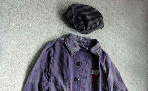 ערכת הלבוש המוצעת למכירה באתר (צילום: ebay)