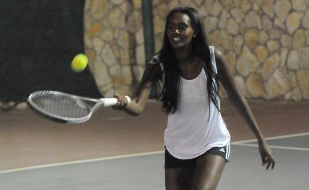 טהוניה רובל משחקת טניס, האח הגדול (צילום: ברק פכטר)