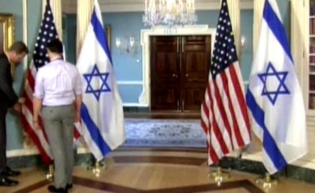 כמה זמן לוקח לסדר דגלים לנתניהו? (צילום: חדשות 2)