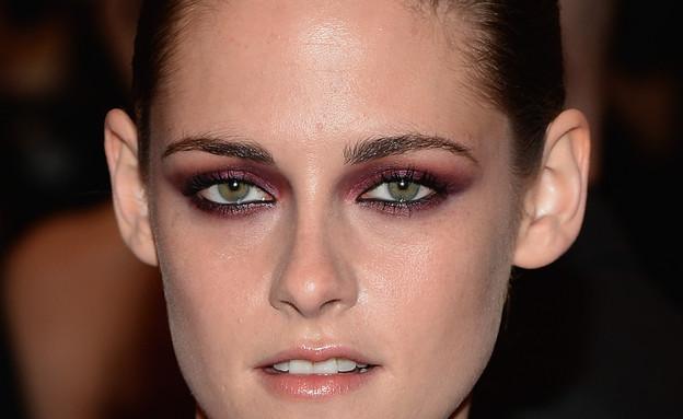 עיניים מעושנות בצבע בורדו. קריסטין סטיוארט