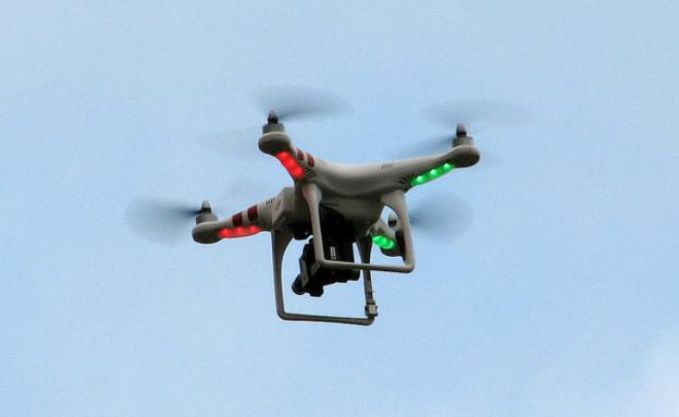 """כטב""""מ מדגם Phantom Quadcopter (צילום: Oona Räisänen, Flickr)"""