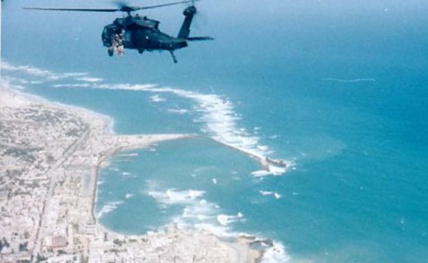 מסוק בדרך אל קרב מוגדישו (צילום: צבא ארצות הברית)