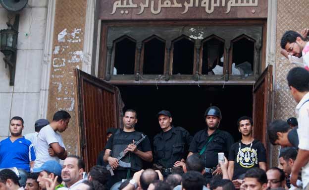 המסגד שפונה לפני חודש וחצי (צילום: רויטרס)