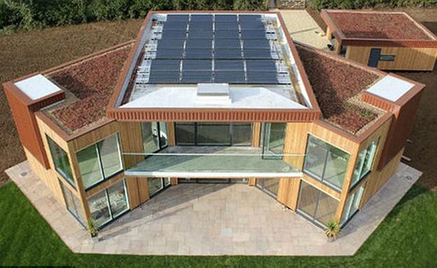 הבית הסולארי הראשון בבריטניה (צילום: Papercut Media)