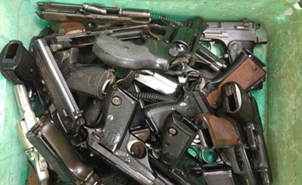 חשד: סחרו בכלי נשק ששימשו לירי בחתונות ( (צילום: משטרת נתניה)