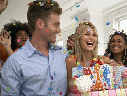 סטטוס צעירים - זוג חוגג יום הולדת