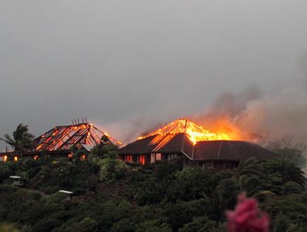 השריפה אז, אתר הנופש של ברנסון (צילום: huffingtonpost.co.uk)