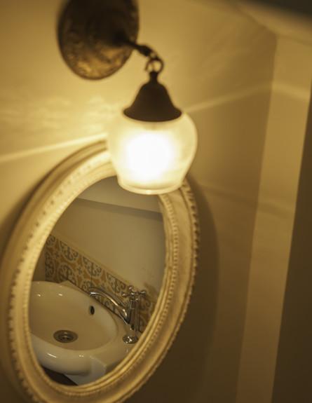 שרית קרפ חדש, חדר רחצה מנורה גובה