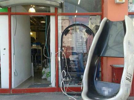 החנות אחרי עקירת הכספומט (צילום: חדשות 2)