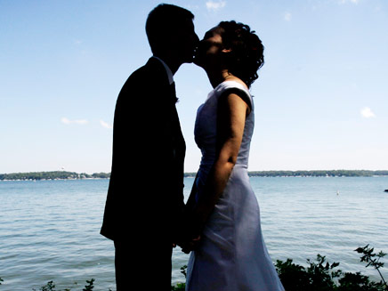 הנשיקה. מאפשרת לנו לבחור בני זוג (צילום: AP)