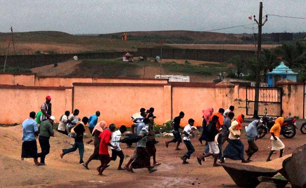 800 אלף פונו מבתיהם (צילום: AP)