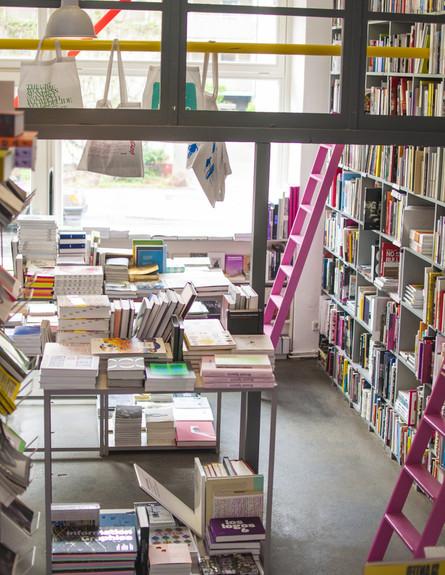 עיתונים גובה, צילום סיוון אסקיו,Pro Qm ,ברלין (צילום: סיוון אסקיו )