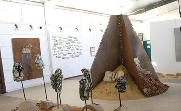 עבודה של אביטל אהרוני ברובע האמנים (צילום: אורלי גנוסר, גלובס)