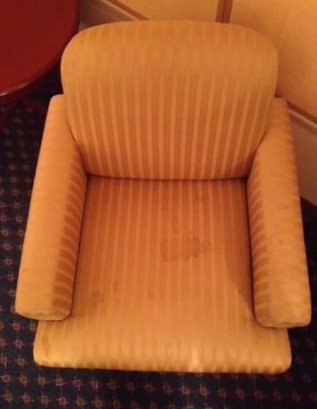 ספה מלוכלכת, בלוג סיוט במלון