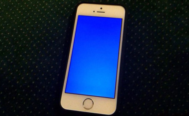 אייפון 5s, מסך כחול (צילום: journaldugeek.com)