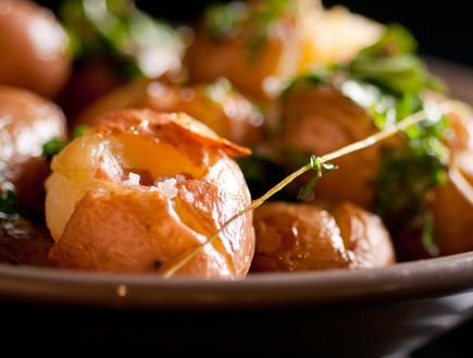 """בייבי תפוחי אדמה מעוכים וטעימים של אי זוגי (צילום: יפית צרפתי, מסעדת """"אי זוגי"""")"""