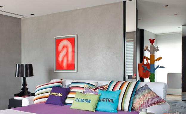 חיים בצבע, חדר שינה מיטה (צילום: Denilson Machado, MCA Estúdio)